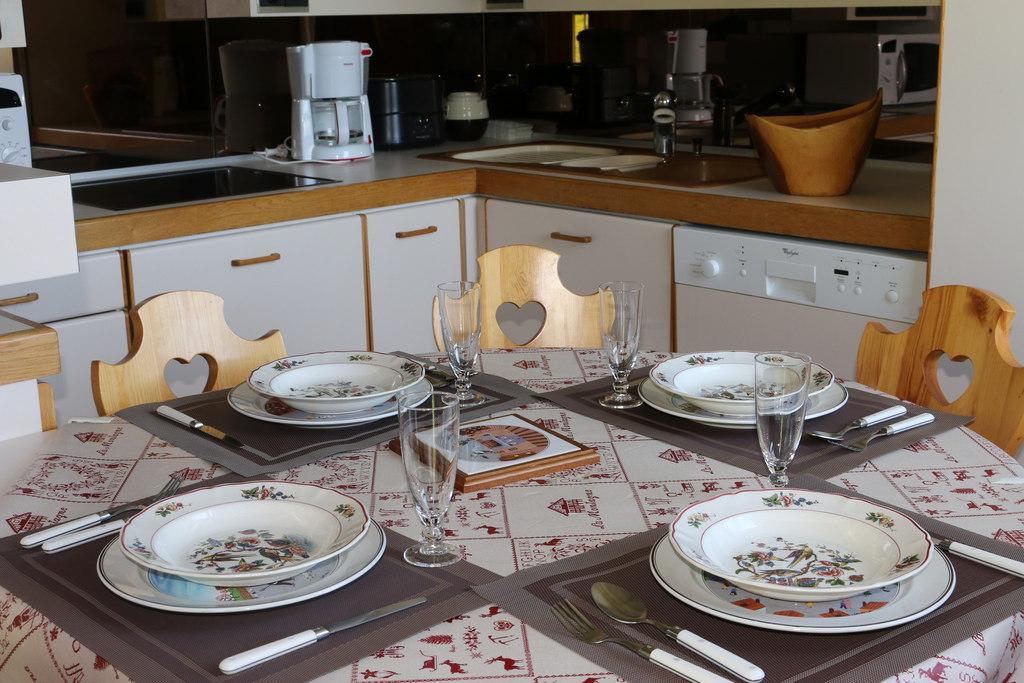Location deux pi ces r sidence ariondaz courchevel for Cuisine ouverte nexity